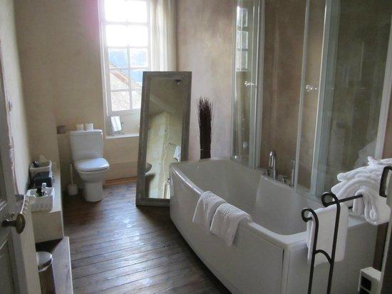 Hotel de Suhard : Beatiful Bathroom facilities