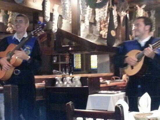 Casa Juancho : the roaming Spanish musicians