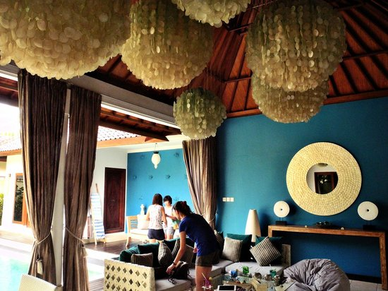 4S Villas at Seminyak Square: Beautiful lounging area!