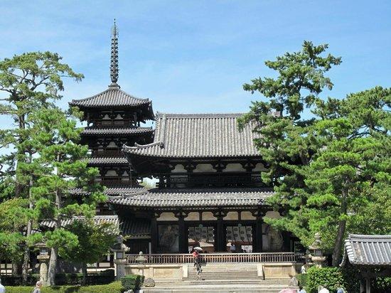 Ikaruga-cho, Japan: 法隆寺中門と五重塔