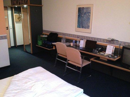 ECONTEL HOTEL Muenchen: room 222