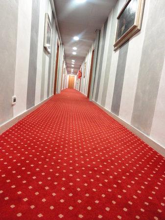 Hotel Globo & Suite Sanremo: Couloir 2ème étage