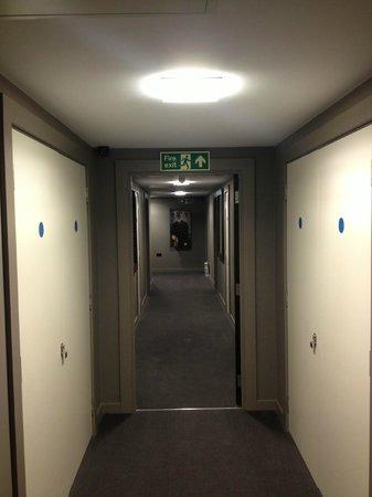 Hotel Xanadu : 3rd floor corridor