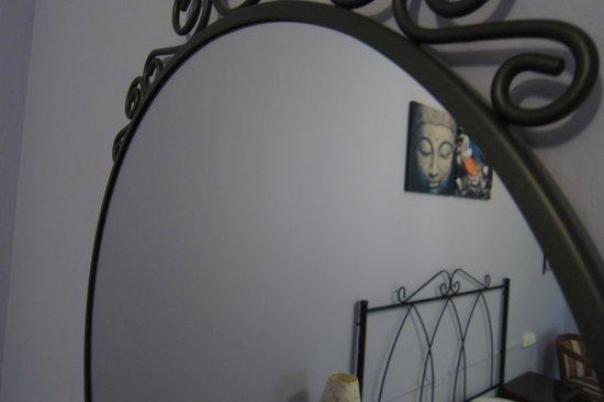 Hotel Azabache Susierra: Detalle espejo
