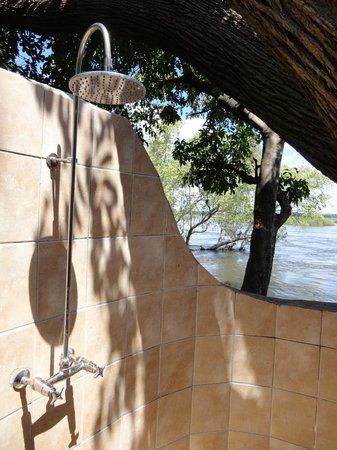 Thorntree River Lodge: Outside shower