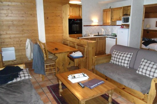 Les Chalets de Rosaël: the lounge/kitchen are in apartment no. 8