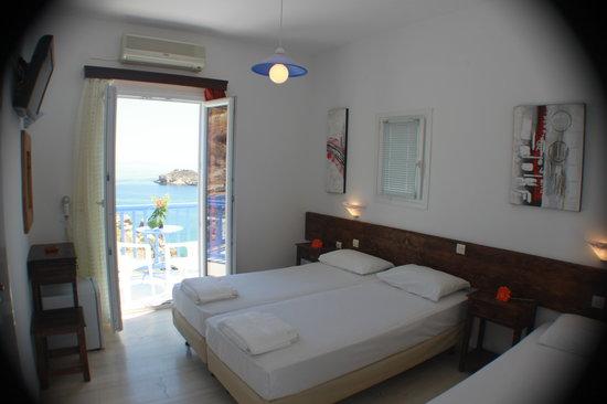 Super Paradise Hotel: room interior
