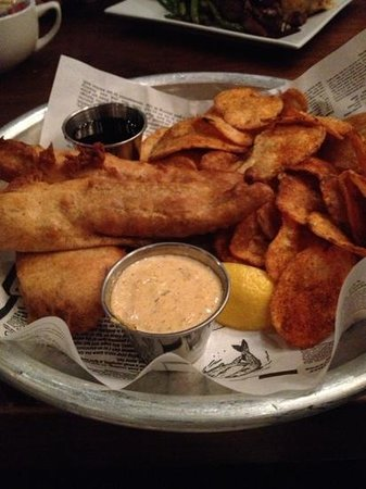 Pearlz Oyster Bar: Fish and chips
