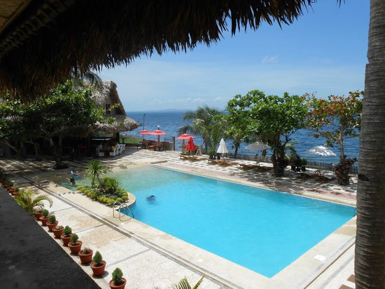 Vitton & Woodland Beach Resorts: The pool, seen from my backpackers room