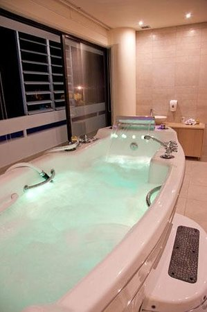 Spa 1: Our hydrotherapy tub, 120 jets, aromatherapy, color therapy & music therapy!
