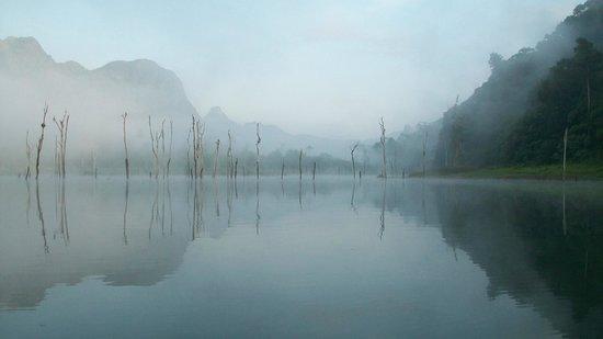 Khao Sok Green Mountain View Resort in Paradise: Khao Sok lake, early morning
