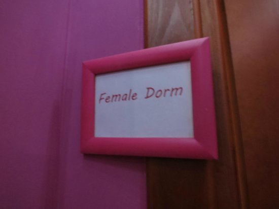 Dreaming Rome Hostel: entrance to the female dorm