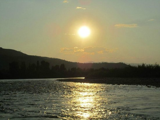 Jackson Hole Whitewater: Sunset on the river