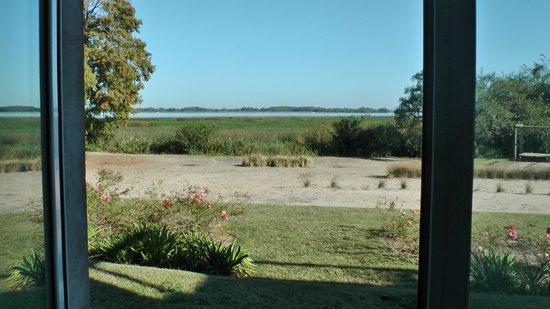 Kilometro Cero Bed & Breakfast: Vista al rio desde una habitacion de planta baja