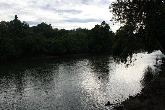 Oriental Kwai Resort: vista sul fiume kwai dal ristorante del resort