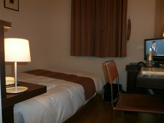 Gotanda Arietta Hotel & Trattoria: ベッド付近