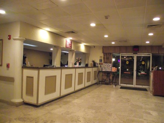 Ramada Fort Lauderdale Airport/Cruise Port: Front desk