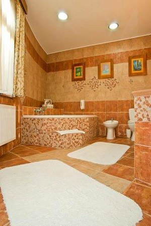 Karczma Chelminska: Suite bathroom