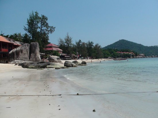 Ban's Diving Resort: Strand am Sai Ree Beach direkt vor der Tauchbasis