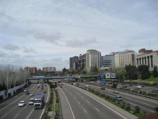 Novotel Madrid Puente de la Paz: The M30 close to the hotel