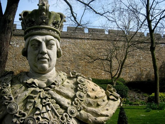 Lincoln Castle: King George III in the grounds