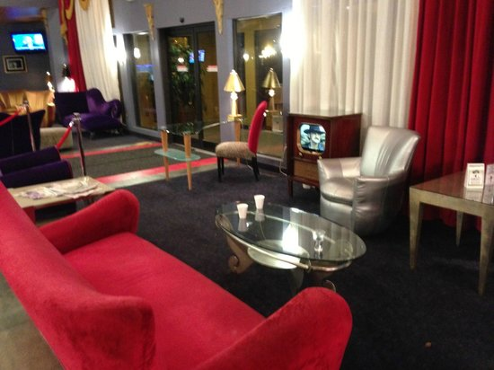 Elvis Presley's Heartbreak Hotel: Lobby