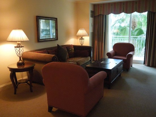 The Ritz-Carlton Golf Resort, Naples : Living Room of our Suite