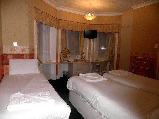 Carisbrooke Hotel: Triple Sharing room # 21