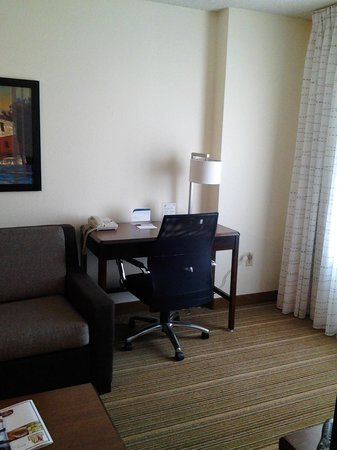 Residence Inn San Antonio Downtown/Alamo Plaza: Desk and chair