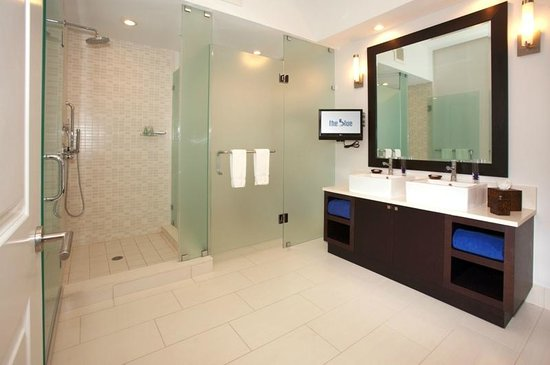 Provident Doral at The Blue Miami: Hyatt Miami at the Blue Bathroom