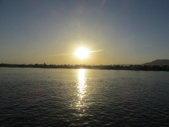 Travel2cairo Nile Dinner Cruise : Sunset over the Nile