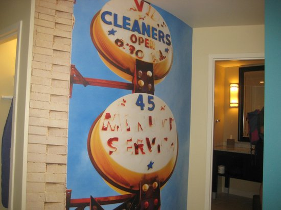 Hotel Indigo Atlanta Airport College Park: Wall decoration