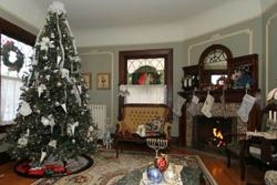 600 Main, A B&B and Victorian Tea Room: Christmas Tree