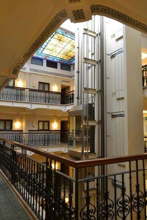 Hampton Inn & Suites Mexico City - Centro Historico: Vista do corredor do quarto.