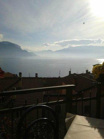 Trattoria Pizzeria dei Platani: Una bella giornata di sole al lago