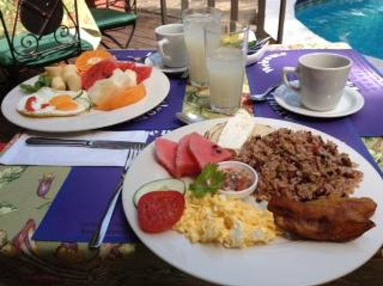 Hotel Colonial: Breakfast (tipica)