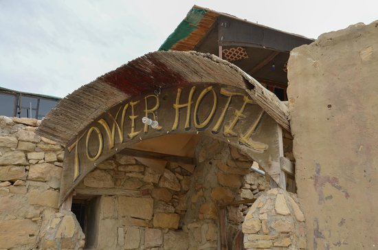Tower Hotel: entrance
