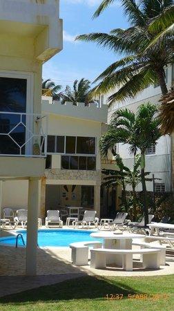 Kite Beach Inn : Zona pileta y jardin