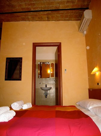 Cesare Balbo Inn: View of bathroom