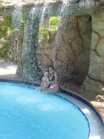 Coconut Cove All Suite Hotel: WATERFALL ..POOL..BEAUTIFUL