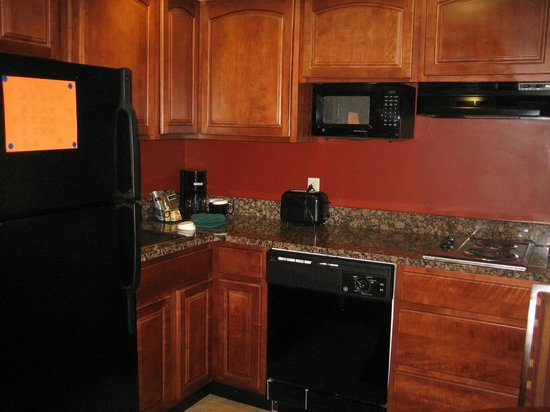 Clarion Collection Hotel Arlington Court Suites: Very usable kitchenette