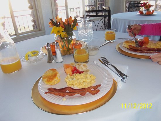 Butler Manor: Breakfast