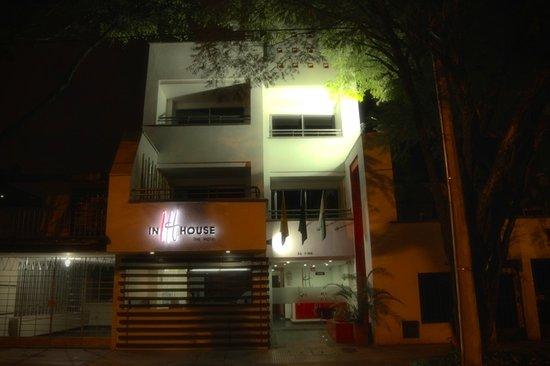 In House: Fachada Noche