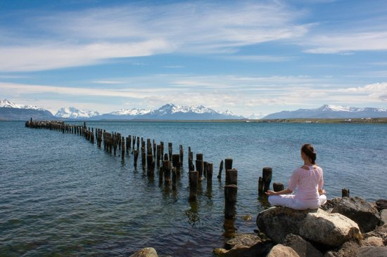 Dragon de la Patagonia: Meditating at the old pier of Puerto Natales
