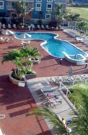 Hampton Inn & Suites Ocean City: pool, deck area