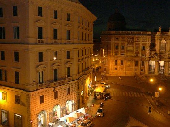 Hotel Doria: вид ночью