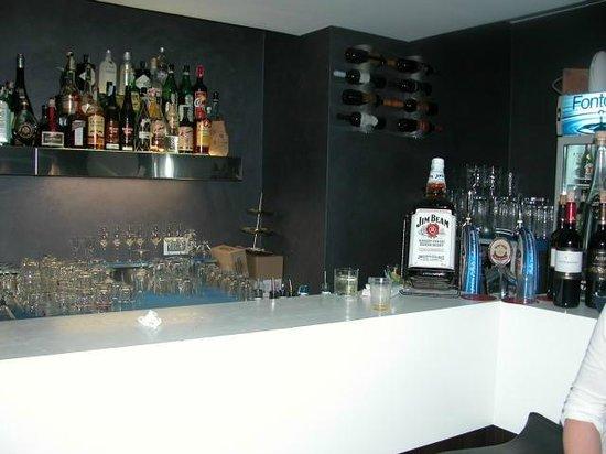 La Tortuga Ristopub : The bar inside