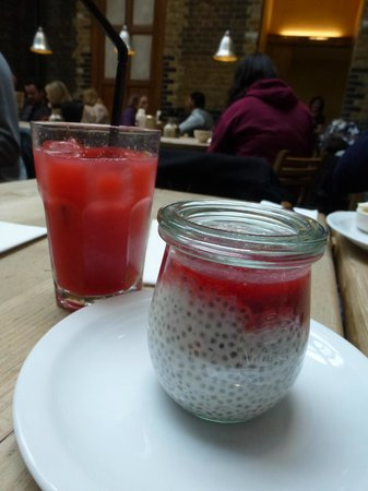 La Pain Quotidien : chia seed milk pudding and drink which tasted only of lemonade