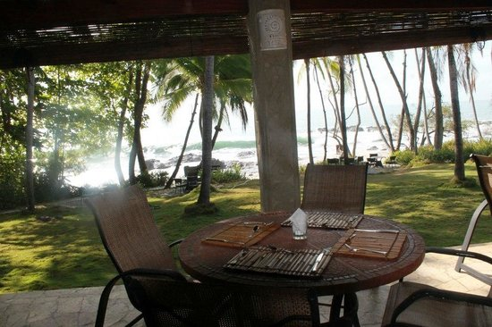 Ylang Ylang Beach Resort: Our breakfast table most days.  .. what a way to start the day!