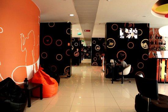 Star Inn Porto Smart Choice Hotel: Star Cafe and Lobby